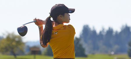 Second year golfer Carolyn Lee with the tournament win. (Photo by Tree Frog Imaging)