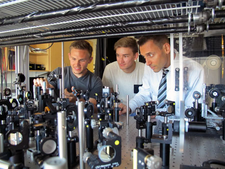 From left: Brandon Born, Jeffrey Krupa, engineering professor and Head of the Integrated Optics Laboratory Jonathan Holzman (right) make use of a femtosecond pulsed laser to develop a time-resolved pump-probe setup.