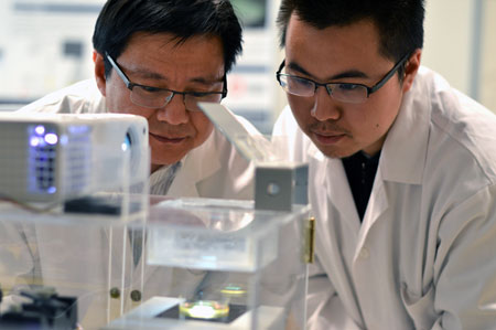 UBC researcher Keekyoung Kim (left) works in his lab with student Zongjie Wang.
